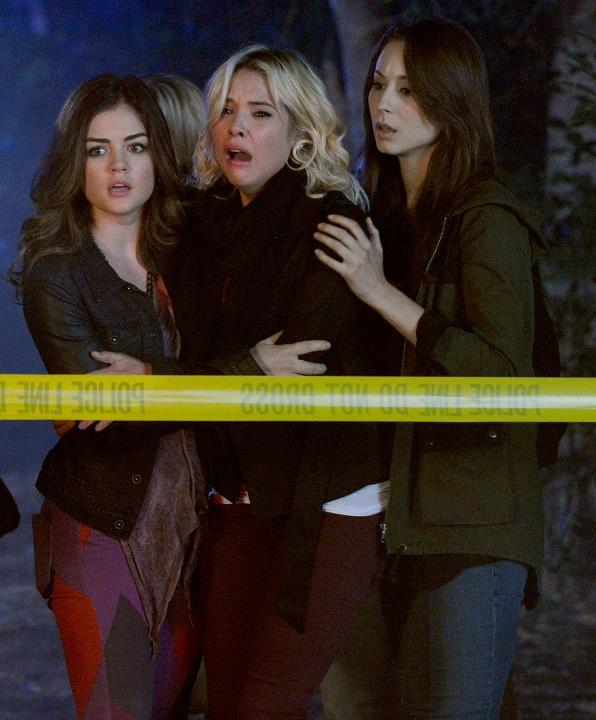 Pretty Little Liars Speculation: Were Two People in Mona's House?