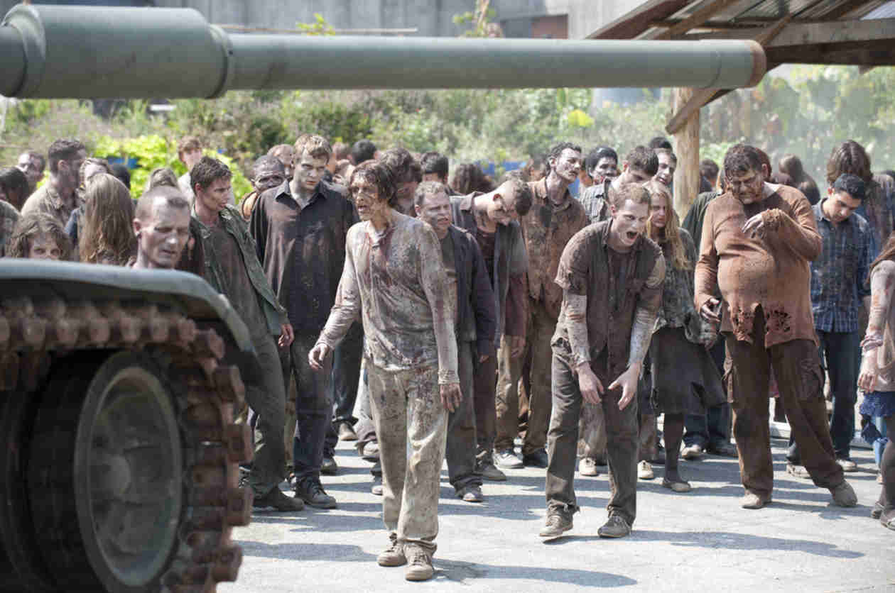"The Walking Dead Season 5 Midseason Finale Has ""Upwards of 800 Walkers,"" Look For Tribute in Premiere"
