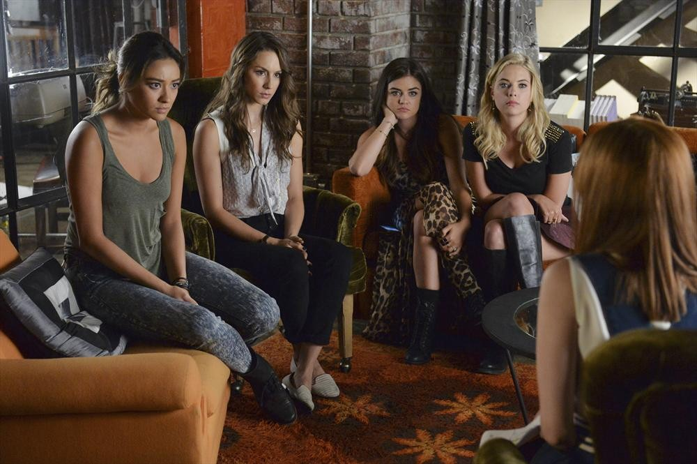 "Pretty Little Liars Promo: Season 5, Episode 18 — ""Oh, What Hard Luck Stories They All Hand Me"" (VIDEO)"