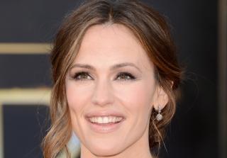 Jennifer Garner Address Pregnancy Rumors After Dinner With Friends (VIDEO)
