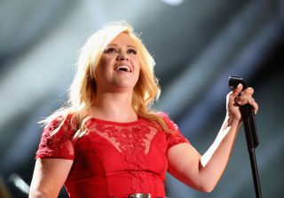Kelly Clarkson Cancels Tour Dates Over Health Concerns