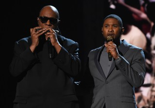 Usher Does Moving Tribute to Stevie Wonder at Grammys 2015 (VIDEO)