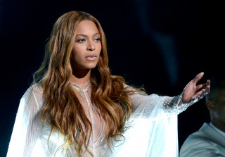 "Beyoncé, John Legend, and Common Bring ""Glory"" to the Grammys 2015 (VIDEO)"