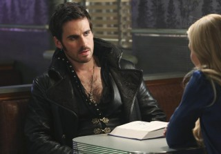 A Hook-Scarlett Bromance Brewing? OUAT Teases New Alliances