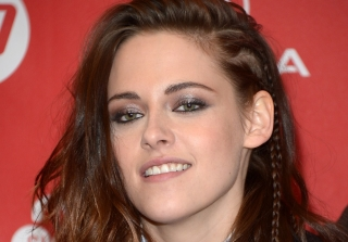 Kristen Stewart Kisses Rumored Girlfriend Soko in Paris (VIDEO)