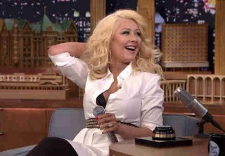Christina Aguilera Imitates Britney Spears on Jimmy Fallon! (VIDEO)
