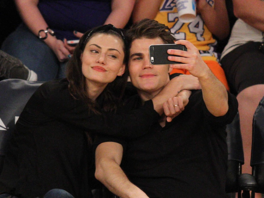 Paul Wesley and Phoebe Tonkin Kiss at L.A. Lakers Game ...