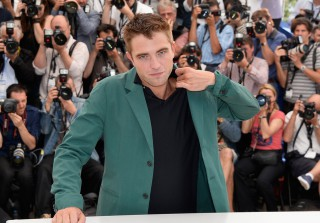 Robert Pattinson Gives FKA Twigs a Significant Ring (VIDEO)
