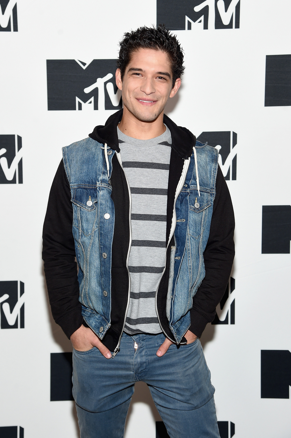 tyler posey on teen wolf kissing former on screen mom jennifer lopez