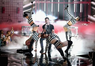 Nick Jonas Performs in Actual Chains at 2015 iHeartRadio Music Awards (VIDEO)