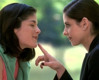 Selma Blair and Sarah Michelle Gellar in Cruel Intentions