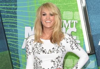 2015 CMT Awards: Carrie Underwood's First Performance Since Giving Birth (PHOTO)