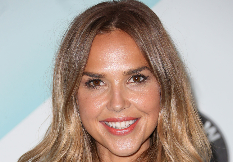 arielle kebbel hilariously reacts to ballers season 2 renewal