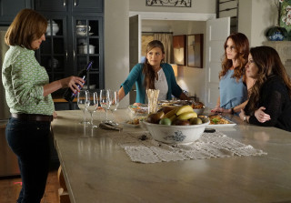 Finally! Emily's Mom Pam Fields Returns To 'Pretty Little Liars'