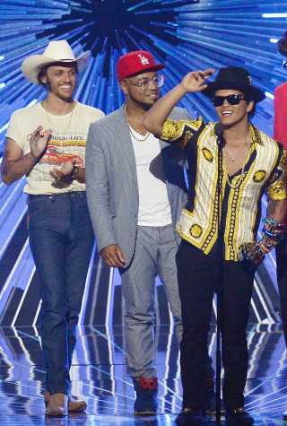 Bruno Mars  Wins at 2015 MTV Video Music Awards - Fixed Show