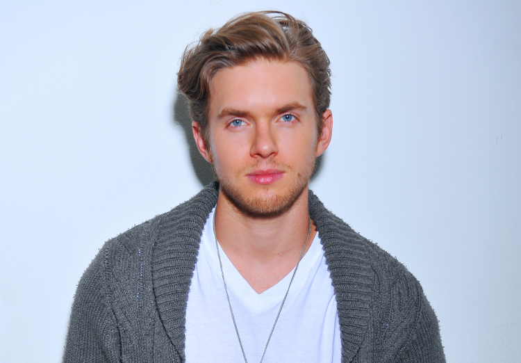 chris brochu 2017 - photo #7