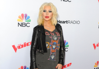 Christina Aguilera Posts Naked Selfie (PHOTO)