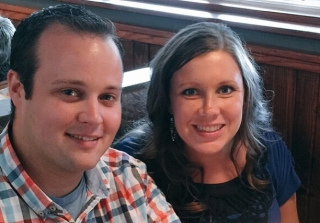 Anna Duggar Resurfaces Post-Ashley Madison Scandal on a Girls Night Out (PHOTOS)