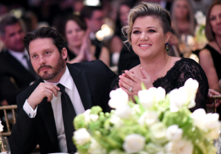 "Kelly Clarkson Reveals She's ""Totally Pregnant"" With Second Baby (VIDEO)"