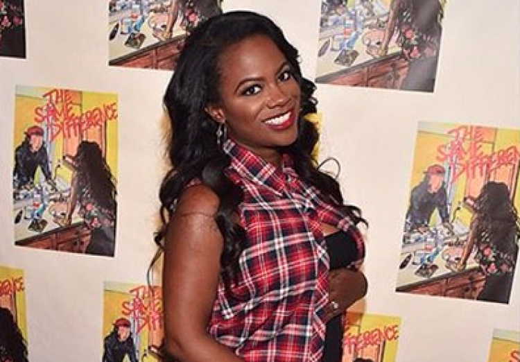 Pregnant Kandi Burruss Shows Off Her Baby Bump on September 6, 2015