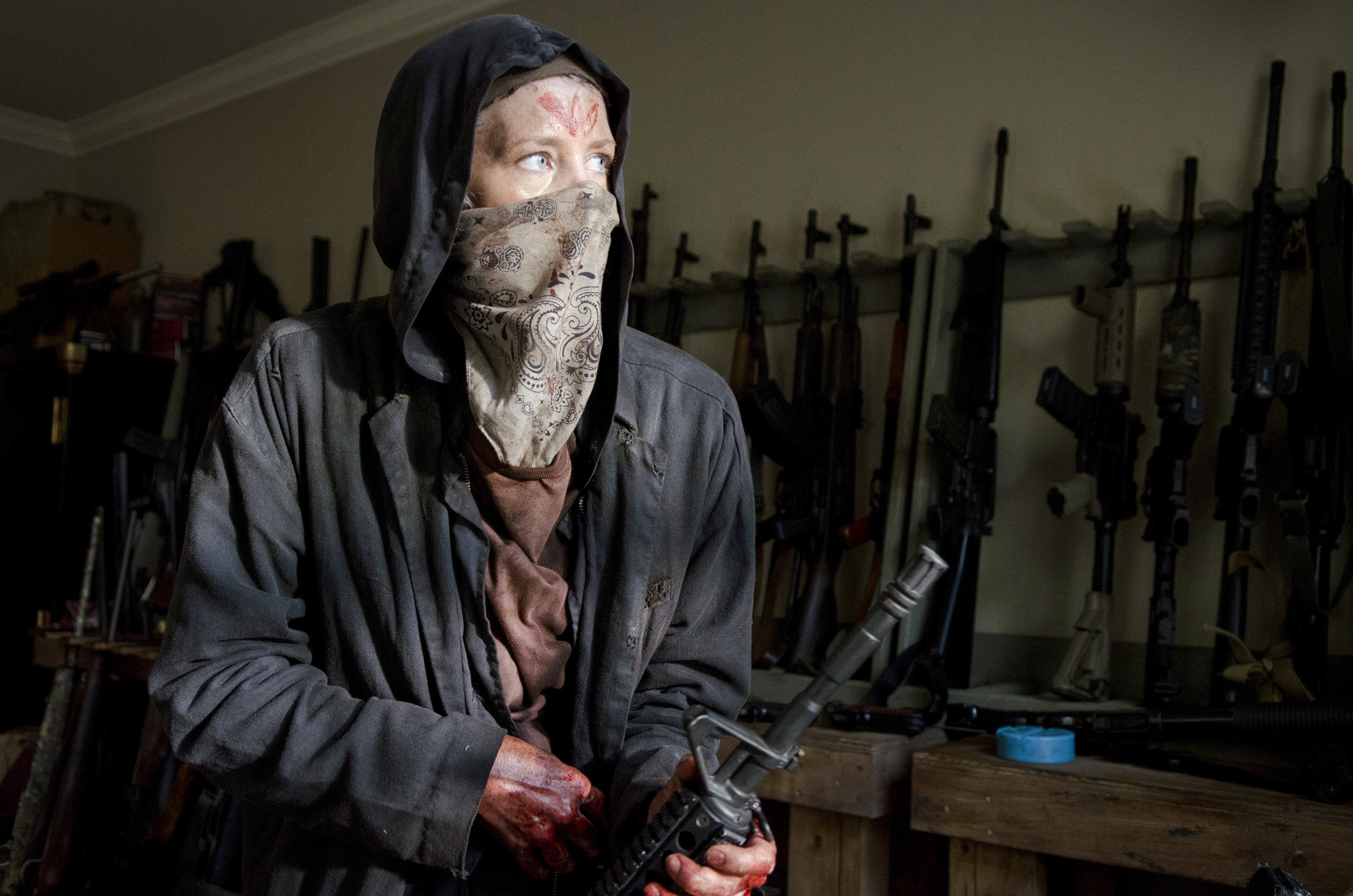 http://az801229.vo.msecnd.net/wetpaint/2015/10/Carol-Disguised-as-a-Wolf-in-The-Walking-Dead-Season-6-Episode-2.jpg