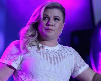 Kelly Clarkson cancels tour