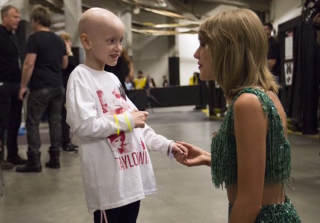 Taylor Swift Meets 6-Year-Old Cancer Patient Taylor Rayburn (PHOTOS)