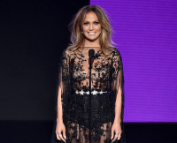 amas-2015-jennifer-lopez-black-dress