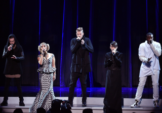 2015 AMAs: Pentatonix Covers 'Star Wars' Theme Song With Full Orchestra (VIDEO)