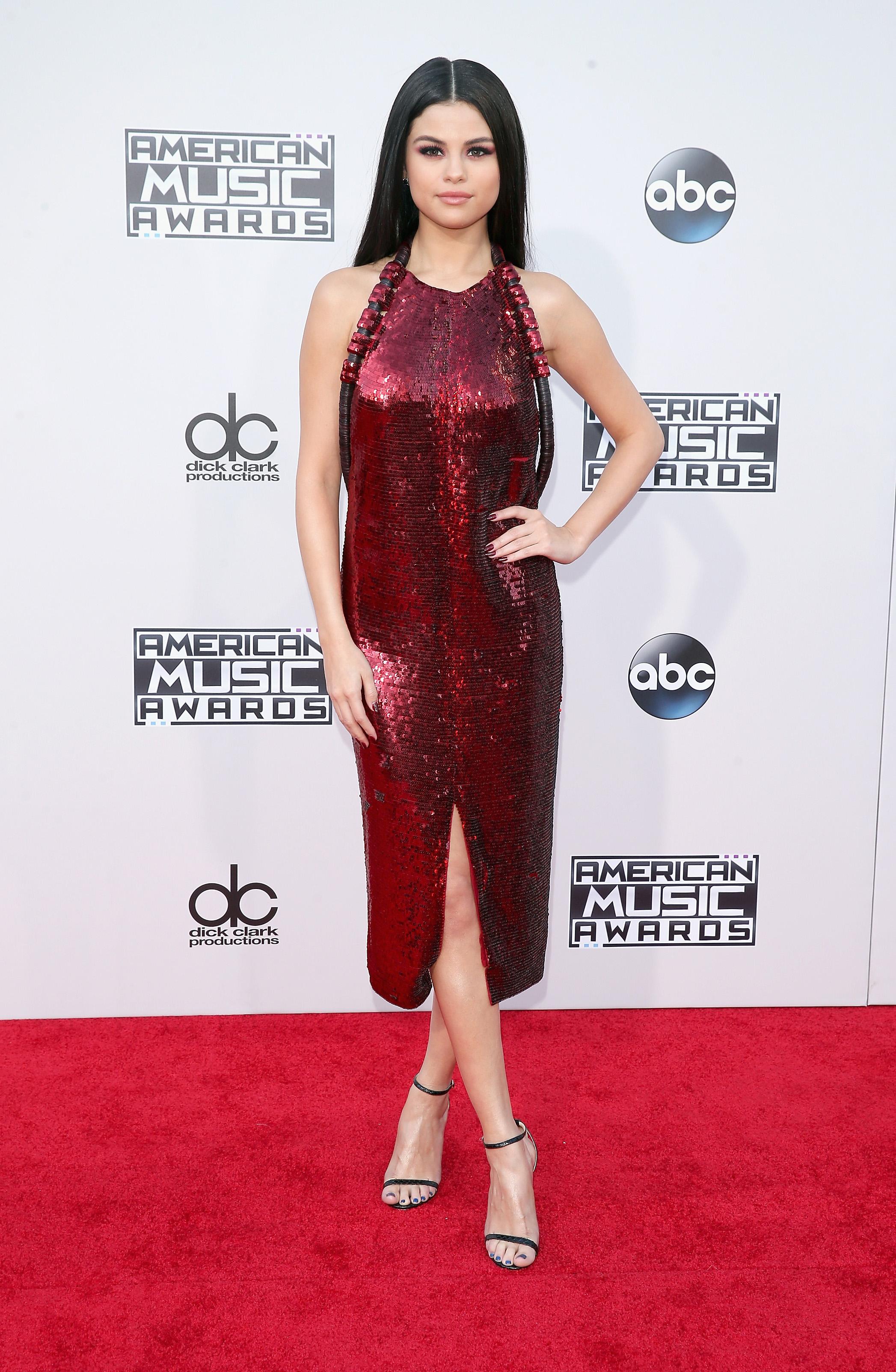 [AMAs 2015] Selena Gomez in Givenchy