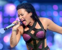 Demi Lovato, Hello