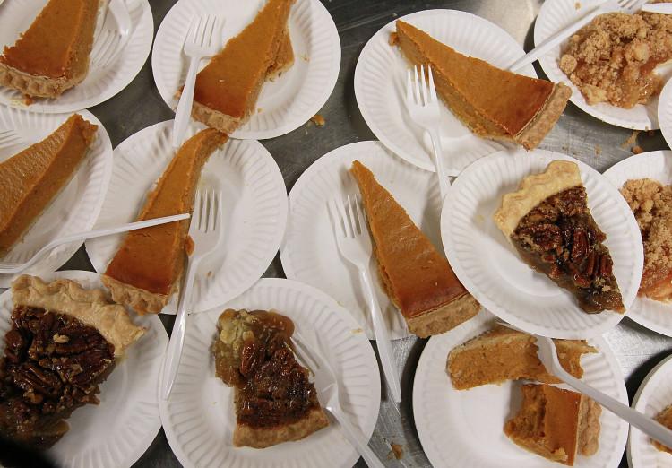Food GIFs, Thanksgiving, pumpkin pie, pecan pie