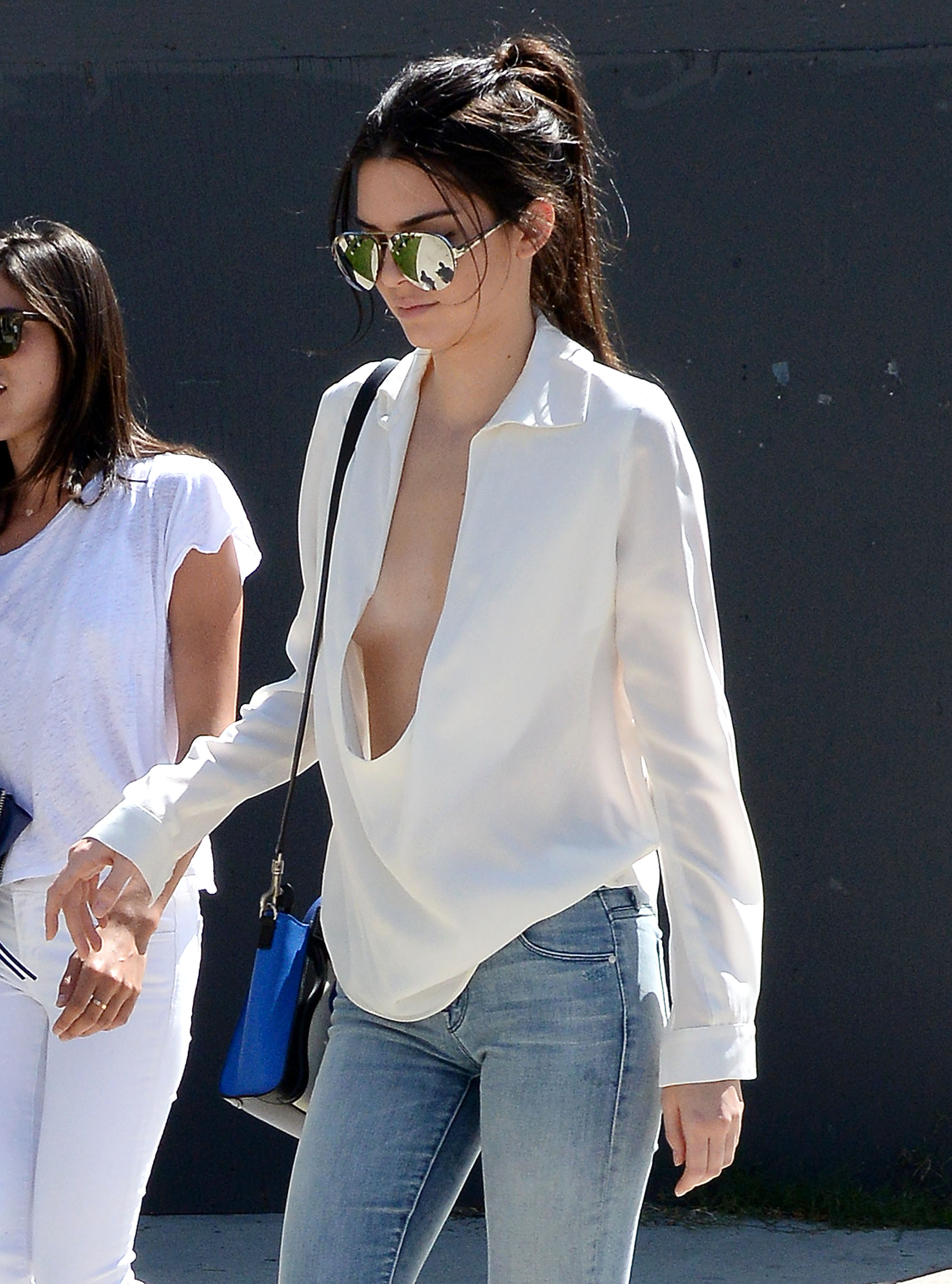 5 celebrities who are clearly allergic to bras photos for Without bra photos home