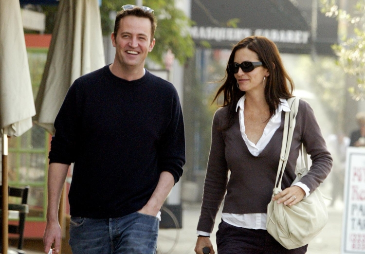 Courteney cox and matthew perry dating. Dating for one night.
