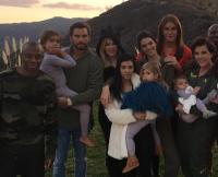 kardashian-thanksgiving-family-photo-2015