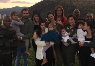 kardashian-thanksgiving-family-photo-2015