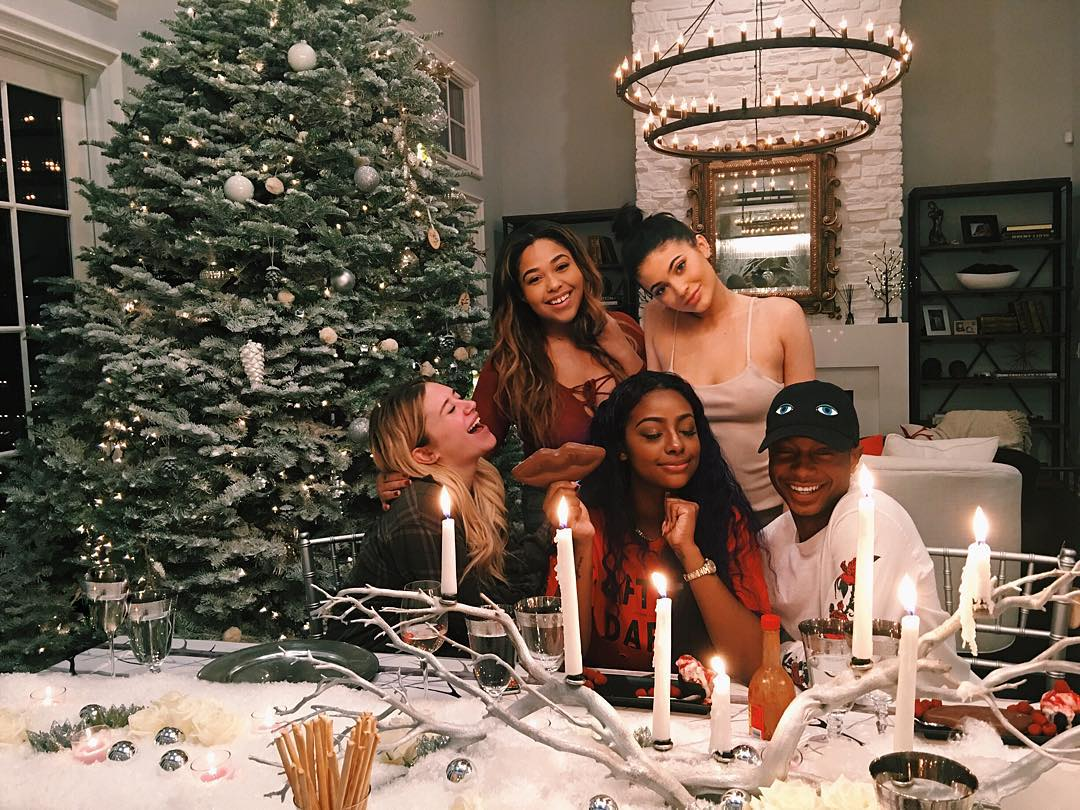 Kris jenner snooki and other stars who go all out at for Celebrity christmas home decorations