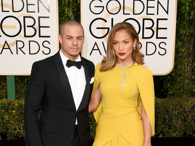 golden globes 2016 jennifer lopez casper smart