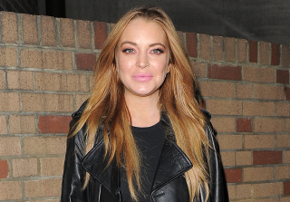 Lindsay Lohan Caught Smoking & Drinking Amid Pregnancy Rumors (PHOTOS)