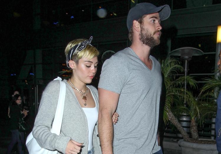 Walau tidak pernah mengkonfirmasi hubungan mereka, Miley dan Liam sering terpotret bersama.