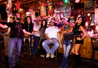 'Party Down South' Sneak Peek: Murray Barricades the Girls Out! — Exclusive