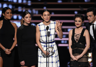 Did Troian Bellisario Flip Off the Camera at the People\'s Choice Awards?