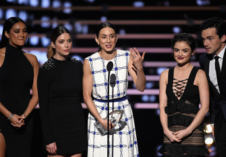 Troian Bellisario and Pretty Little Liars Cast at People's Choice Awards
