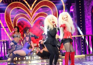 Christina Aguilera Pulls a Beyoncé on \'Lip Sync Battle\' (VIDEO)