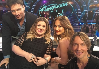 Kelly Clarkson Returns to \'American Idol\' For Final Season, Makes Us Cry (VIDEO)