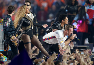 Super Bowl 50: Beyonce & Bruno Mars Join Coldplay for Epic Halftime Show (VIDEO)