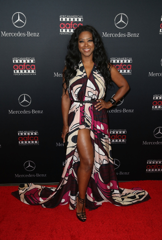 Kenya Moore Arrives at the Mercedes-Benz and African American Film Critics Association Oscar Viewing Party on February 28, 2016 in Los Angeles