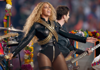 Beyoncé Helps Arrange Surprise Proposal For Her Dancer on Stage and It\'s Everything