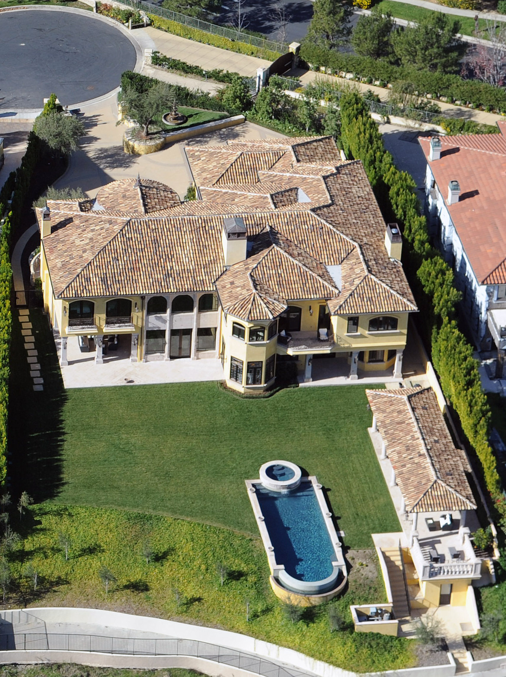 Image gallery kim kardashian house for Kanye west house address