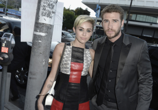 Miley Cyrus Wears Hemsworth T-Shirt, She\'s Not Even Hiding It Anymore